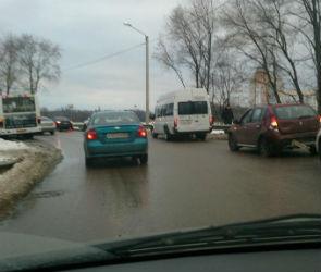 Из-за аварии с маршруткой район СХИ встал в огромной пробке