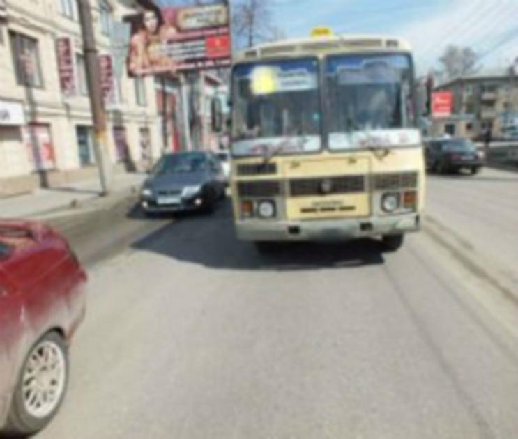 В Воронеже мама с 6-летним ребенком выпала из салона автобуса