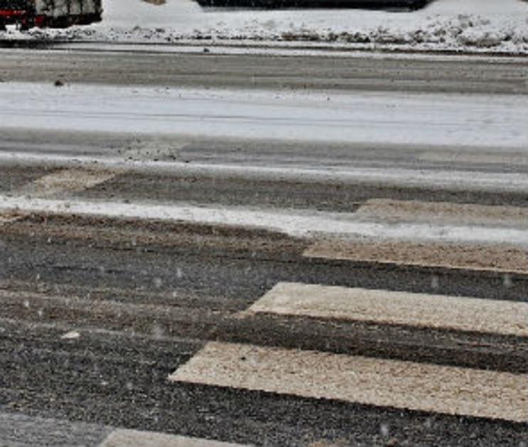 В Воронежской области машину отбросило на пешехода после ДТП