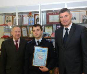Воронежский следователь нашел и передал в музей картины известного художника
