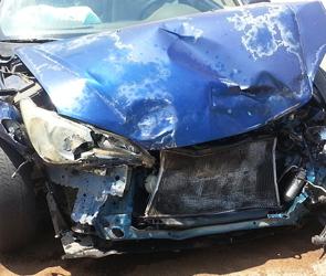 Под Воронежем из-за взрыва колеса столкнулись грузовик и БМВ, погиб человек