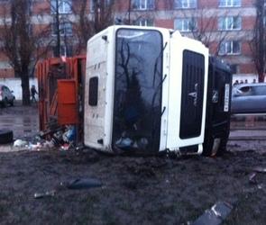 Появились фотографии с места ДТП, из-за которого обесточило половину Воронежа