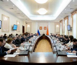 В правительстве Воронежской области обсудили безопасность новогодних праздников