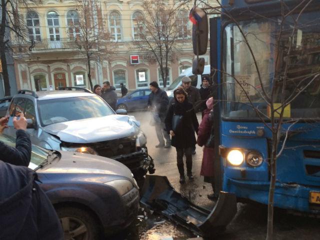 Стали известны подробности ДТП с автобусом №90 на проспекте Революции