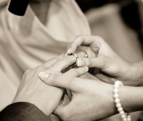 Шефство над молодоженами возьмут пары с десятилетним стажем
