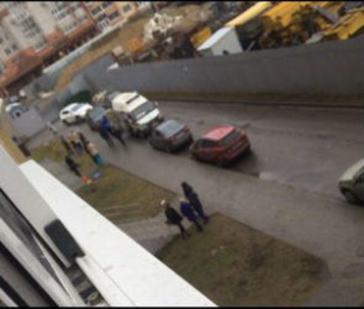 Девочку, выпавшую из окна 8 этажа, перевели из реанимации