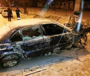 В Воронеже ВMW врезалась в забор после столкновения с автобусом (ФОТО)
