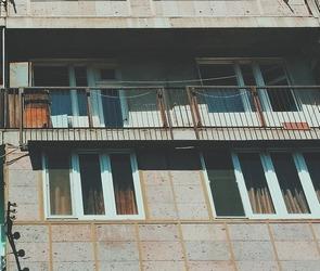 Воронежец выпал из окна седьмого этажа, убегая от кредиторов