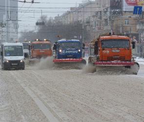 120 снегоуборочных машин расчищали улицы на новогодних праздниках в Воронеже
