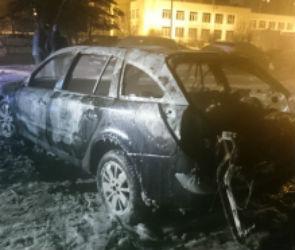 Ночью в Воронеже сгорела иномарка (ФОТО)