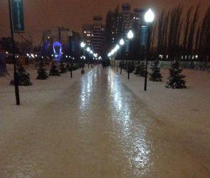 Мэр Воронежа потребовал разобраться с гололедом на тротуарах