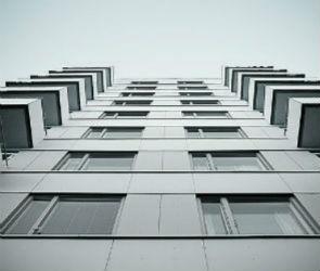Жительница Воронежа погибла, выпав из окна своей квартиры на 14-м этаже