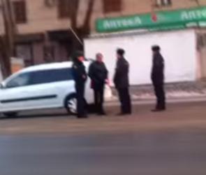 Очевидцы: пьяный автомобилист протаранил машину полицейского (ВИДЕО)