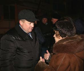 Жители пострадавшей при взрыве пятиэтажки начали возвращаться домой