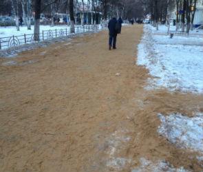 Воронежские коммунальщики превратили Московский проспект в песчаный пляж