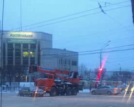 На Московском проспекте автокран протаранил ВАЗ (ФОТО)