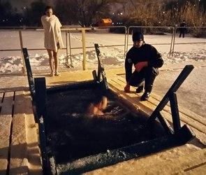 Пьяные воронежцы пытаются окунуться в купели
