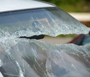 На воронежской трассе в столкновении Ниссана и грузовика погиб 45-летний мужчина