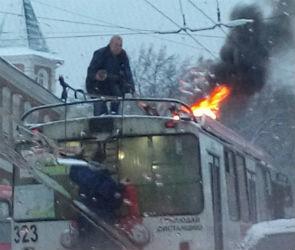 В Воронеже на улице Степана Разина загорелся троллейбус (ВИДЕО, ФОТО)