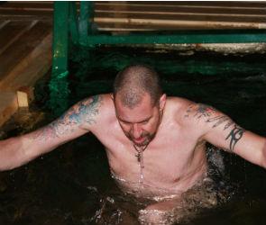 На Крещение в воронежской проруби искупался англичанин (ФОТО)