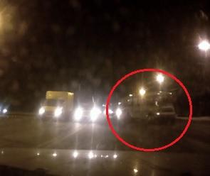 Авария с участием 120-го автобуса и ВАЗа попала на видео