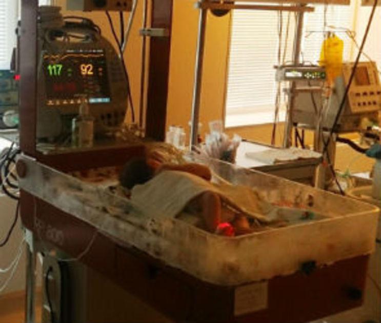 Малышку, найденную в выгребной яме парка Россоши, выписали из больницы