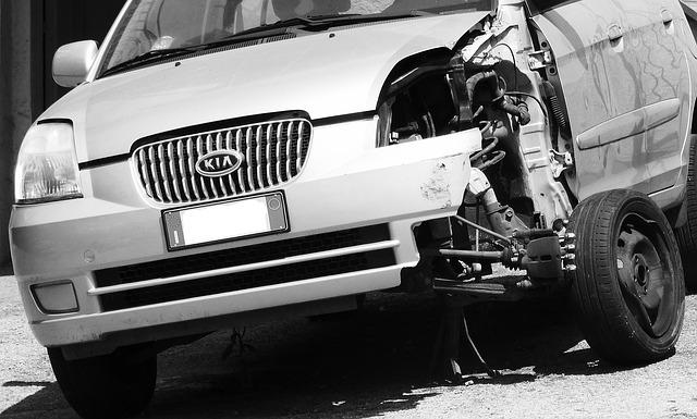 В Воронеже 17-летний пьяный угонщик на глазах у полиции разбил иномарку