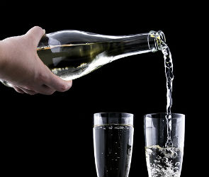 В нескольких кафе Воронежской области торговали нелегальным алкоголем