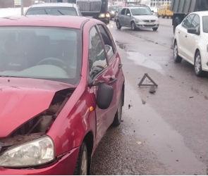 В Воронеже при столкновении трех автомобилей пострадала 48-летняя женщина