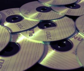 Двое воронежцев уличены правоохранителями в торговле контрафактными дисками