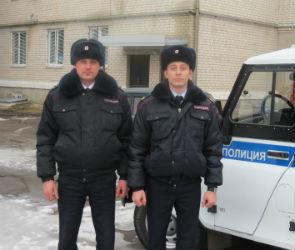 В Воронежской области полицейские спасли из горящего дома пенсионерку (ФОТО)