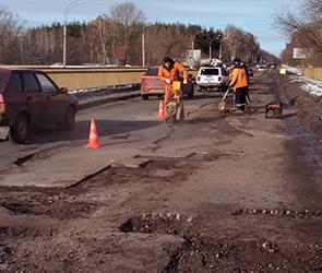 В Воронеже спешно ремонтируют аварийные дороги, разрушенные зимой ФОТО