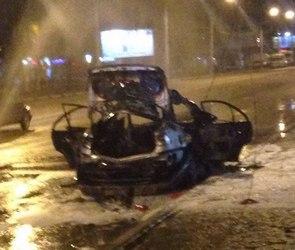 Утром на Левом берегу Воронежа взорвался Opel (ФОТО/ВИДЕО)