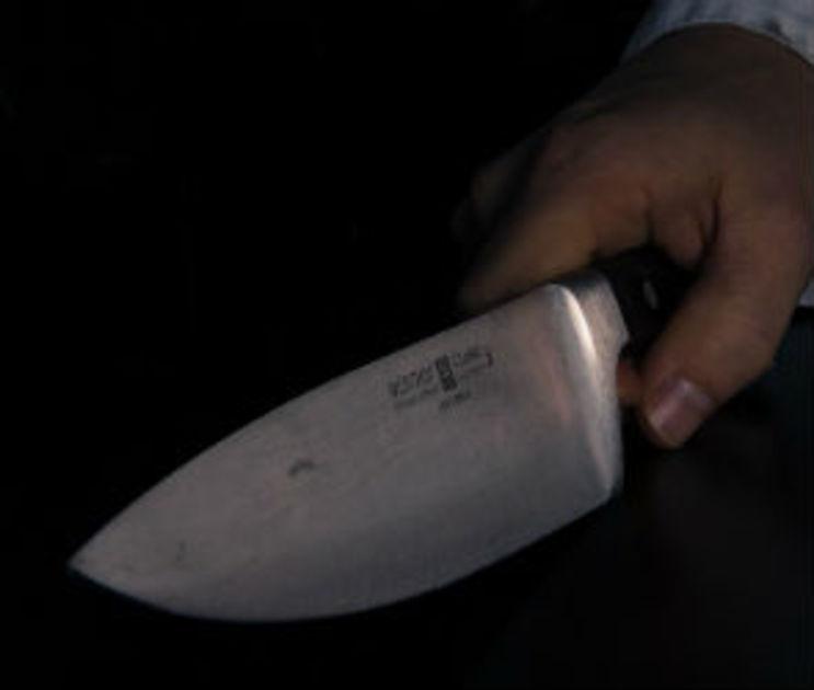 Пенсионер угрожал ножом сотруднице прокуратуры, которую ранил перлевский убийца
