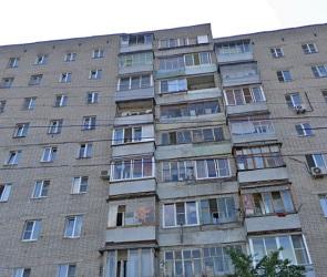 В Воронеже женщина пыталась спрыгнуть с крыши многоэтажки