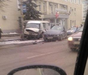Водителя BMW, устроившего ДТП с ГАЗелью, разыскивает воронежская полиция (ФОТО)