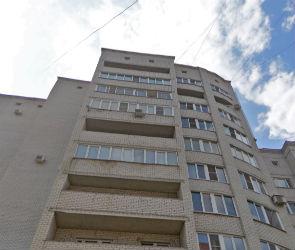 Следователи пытаются установить личность парня, упавшего с балкона в Воронеже