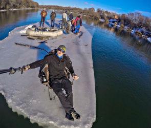 Экстремалы из Воронежа 6 часов плыли по реке на льдине (ФОТО-ВИДЕО)