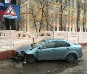 В Воронеже из-за ДТП на улице Ростовской пострадали четыре автомобиля