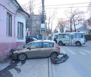 Автоледи на «Ниссан» въехала в редакцию 36on (ФОТО)