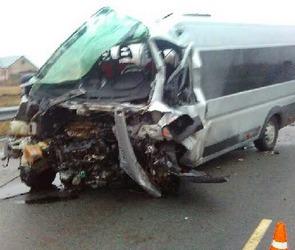 В Воронежской области в страшной аварии погибло трое и десять человек пострадало