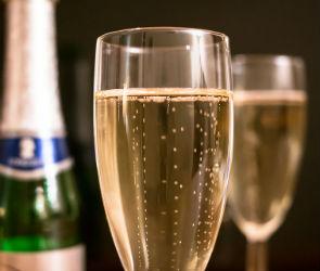 18-летний воронежец пытался зарезать знакомого, с которым распивал шампанское