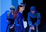 Театр «Неформат» открыл весну готической премьерой «Боже, храни королеву»