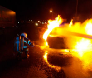 В Воронеже рано утром сгорела иномарка
