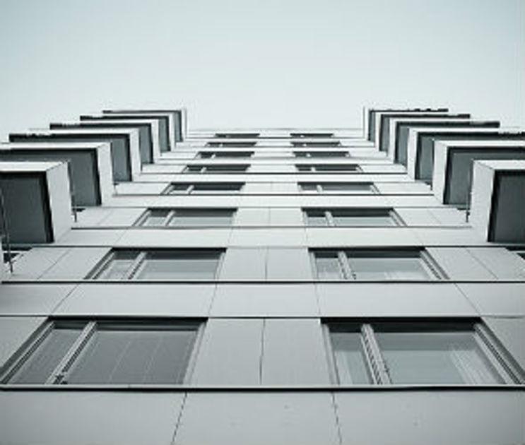 На Хользунова 40-летняя женщина выпрыгнула с балкона 13 этажа
