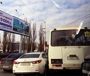 В Воронеже движение на Остужева парализовано из-за тройного ДТП с автобусом