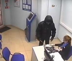 В Воронеже нападение на салон микрозаймов два раза подряд попало на видео