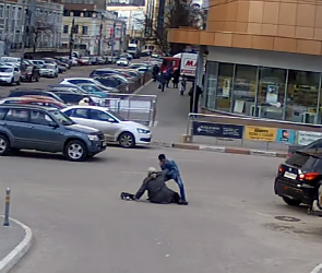 Возле Центрального рынка водитель сбил зазевавшегося пешехода (ВИДЕО)