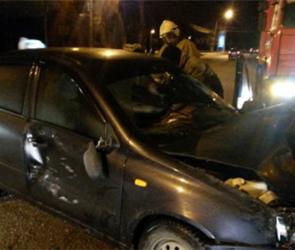 В Боброве Воронежской области иномарка протаранила забор, есть пострадавшие