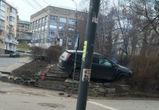 В Воронеже иномарка, перелетев через ограждение, загорелась на тротуаре (ФОТО)